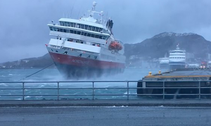 Video που κόβει την ανασα - Κρουαζιερόπλοιο «παλεύει» με τα μποφόρ για να δέσει σε λιμάνι