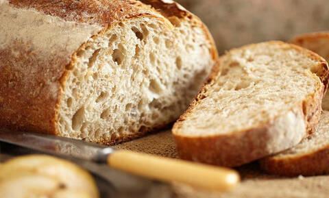 Τρομερό κόλπο: Πώς θα κάνεις το μπαγιάτικο ψωμί... φρέσκο!