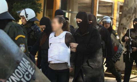 Αυτός είναι ο «τοξοβόλος» και οι δύο γυναίκες που συνελήφθησαν