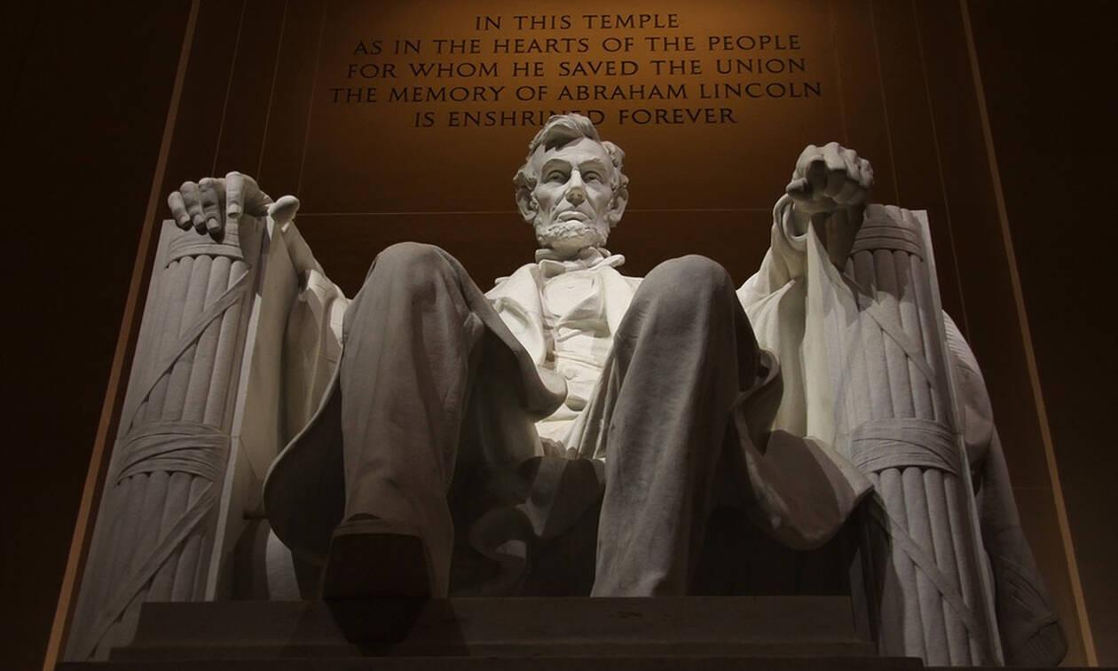 Σαν σήμερα το 1865 ο Αβραάμ Λίνκον καταργεί τη δουλεία
