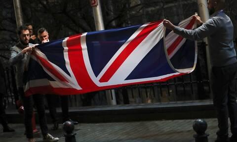 Brexit - Η μεγάλη ώρα έφτασε: Στους δρόμους οι Βρετανοί - Τι θα αλλάξει στη ζωή τους