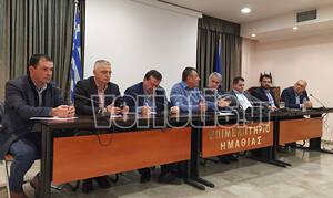 Ημαθία: Διακόπηκε η σύσκεψη Βορίδη – αγροτών από οπαδούς του ΠΑΟΚ