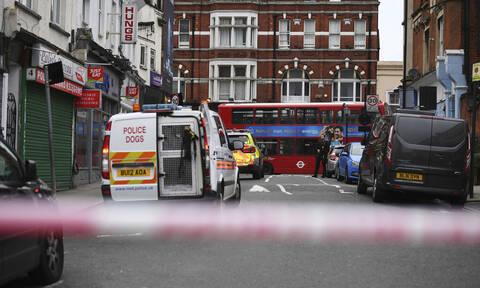 Τρόμος στο Λονδίνο: Ένοπλος μαχαίρωσε πολίτες - Νεκρός ο δράστης (pics&vids)