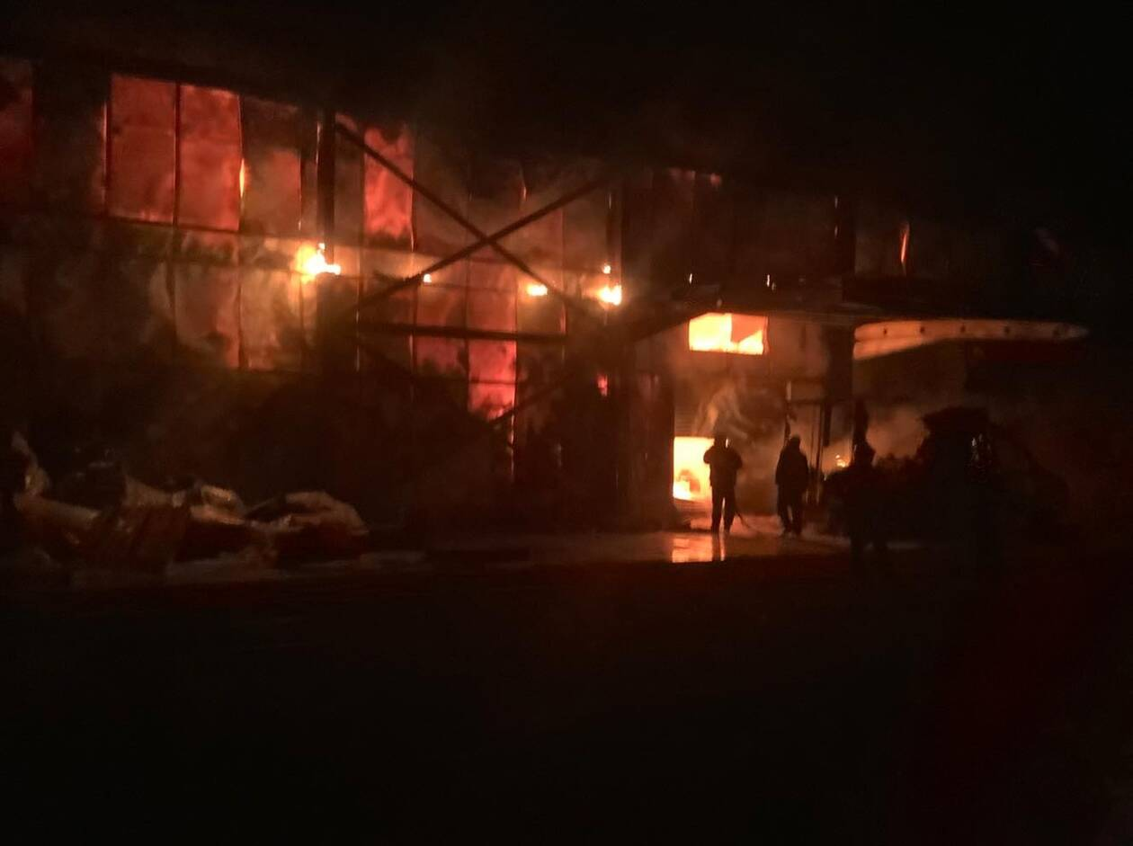 Φωτιά τώρα: Πυρκαγιά σε εγκαταστάσεις εταιρείας τροφίμων στη ΒΙ.ΠΕ. Καλαμάτας (pics+vid)