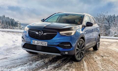 To Hybrid4 είναι με 300 ίππους το πιο ισχυρό Opel Grandland X αλλά και το πιο οικονομικό