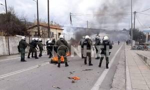 Μυτιλήνη: Επεισόδια με φωτιές και χημικά μεταξύ αστυνομίας, μεταναστών και προσφύγων (pics&vids)