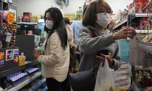 Κοροναϊός - Εικόνες σοκ στην Κίνα: Γιατροί με πάνες ακράτειας – Drones ψάχνουν πολίτες χωρίς μάσκα