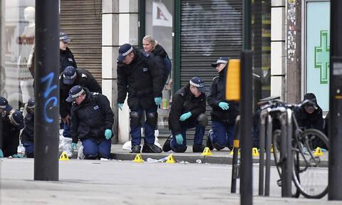 Λονδίνο: Η απίστευτη απάντηση σερβιτόρας σε αστυνομικό τη στιγμή της τρομοκρατικής επίθεσης (vid)