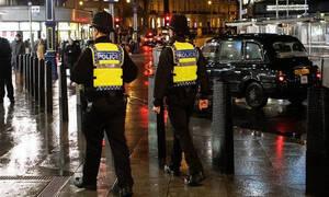 Έλληνας στο Λονδίνο βρίζει τους αστυνομικούς στα ελληνικά - Αμέσως μετά συμβαίνει το ΕΠΙΚΟ