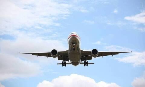 Πανικός σε πτήση: «Πάγωσαν» ΟΛΟΙ με αυτό που φορούσε επιβάτης (pics)