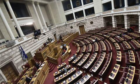 Κόντρα στη Βουλή για την «εκρηκτική» κατάσταση στη Μυτιλήνη