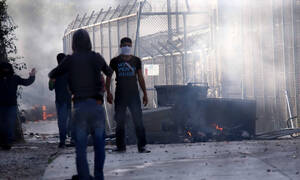 Asylum seekers continue protest in downtown Mytilene