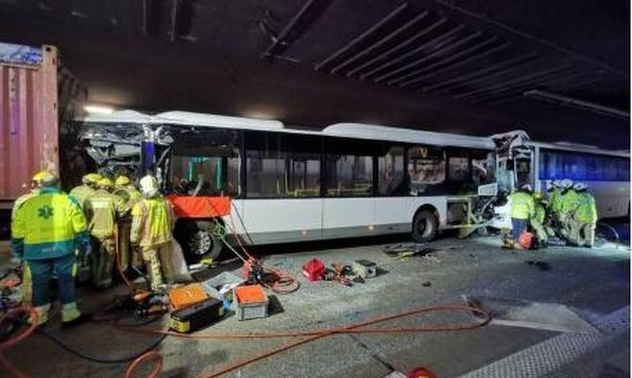 Τραγωδία στο Βέλγιο: Ένας νεκρός και 49 τραυματίες σε τρομακτική καραμπόλα (pics)