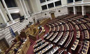 Βουλή: Υπερψηφίστηκαν το νομοσχέδιο για τη διαχείριση κρίσεων και η τροπολογία για τις ΜΚΟ