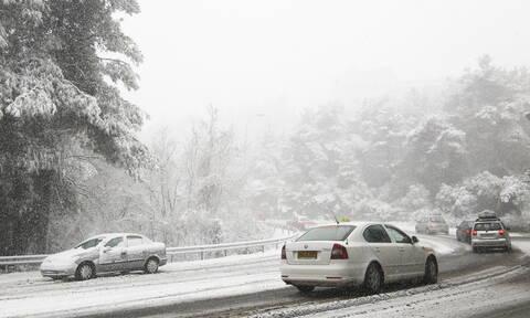 Έκτακτο δελτίο ΕΜΥ: Ραγδαία επιδείνωση του καιρού με πτώση της θερμοκρασίας, καταιγίδες και χιόνια