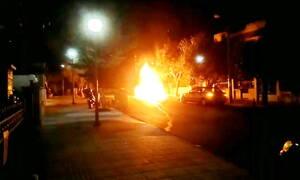 Βίντεο ντοκουμέντο: Έτσι έκαψαν τη Τζάγκουαρ του γνωστού εκδότη (pics+vid)