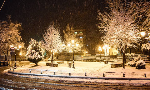 Έφτασαν τα χιόνια στη χώρα: Στα λευκά η Φλώρινα – Πού αλλού θα χιονίσει