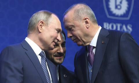 Κοινό μέτωπο Τουρκίας-ΗΠΑ κατά Πούτιν και Άσαντ – Ερντογάν: Παραμένουμε στη Συρία