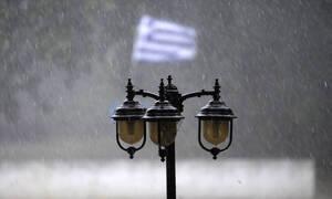Καιρός: «Άνοιξαν οι ουρανοί» στην Αθήνα - Δυνατή καταιγίδα «σαρώνει» την πρωτεύουσα