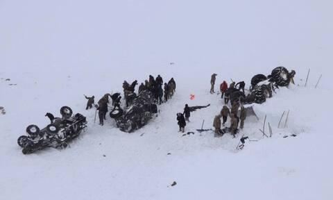 Τουρκία: Αυξάνεται συνεχώς ο αριθμός των νεκρών από τις χιονοστιβάδες - Δίνουν μάχη οι διασώστες