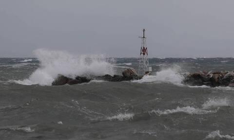 Κακοκαιρία: Προβλήματα στα ακτοπλοϊκά δρομολόγια - Πότε θα αναχωρήσουν τα πλοία για Κρήτη
