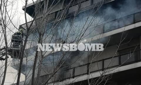 Μεγάλη φωτιά σε διαμέρισμα στο Παλαιό Φάληρο - Απεγκλωβίστηκαν από τις φλόγες δύο γυναίκες