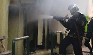 Φωτιά στο Παλαιό Φάληρο: Καρέ-καρέ η επιχείρηση απεγκλωβισμού των κατοίκων της πολυκατοικίας