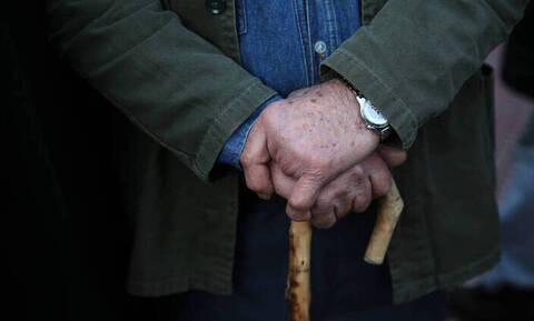 Βαριά «καμπάνα» για τους συνταξιούχους που εργάζονται και δεν το δηλώνουν