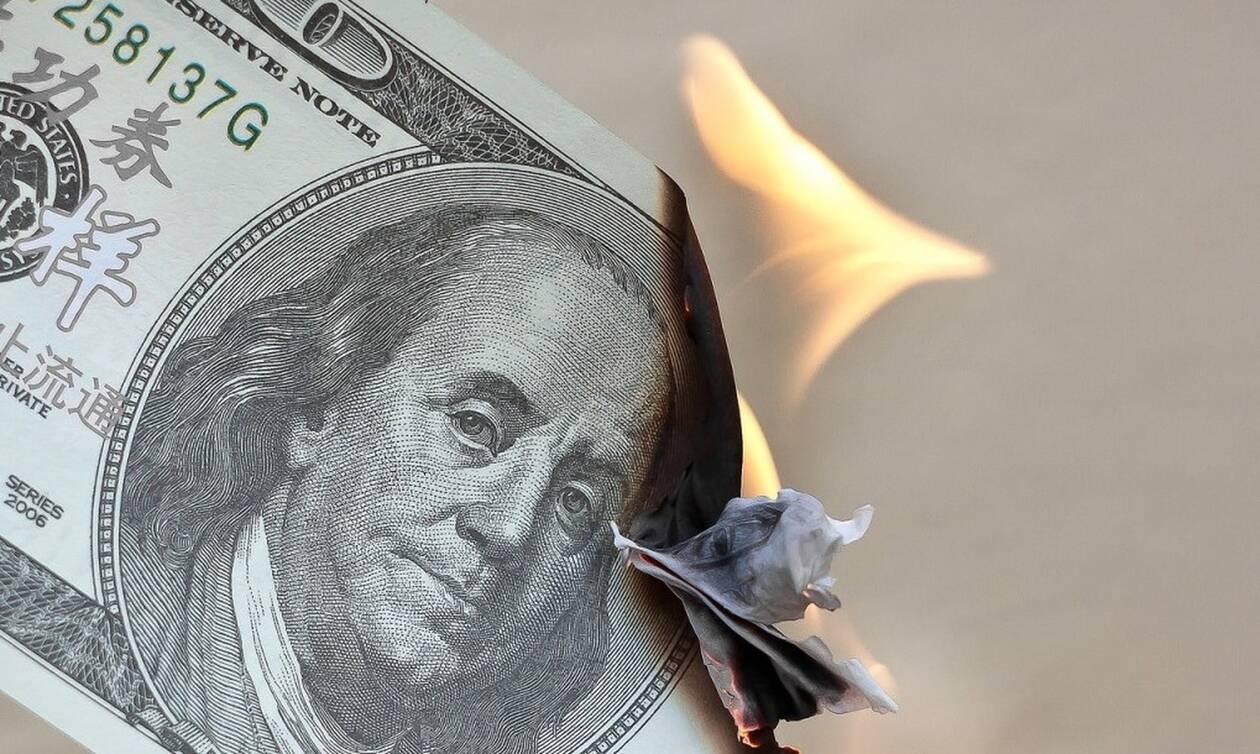 Σάλος: Έβαλε φωτιά και έκαψε 1 εκατ. δολάρια – Δείτε το λόγο (pics)