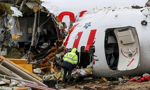 Τουρκία: «Ο κόσμος ούρλιαζε» - Σοκάρουν οι μαρτυρίες για το αεροπλάνο που κόπηκε στα δύο (pics)