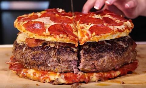 Το μπιφτέκι μέσα σε πίτσα τρελαίνει κόσμο!