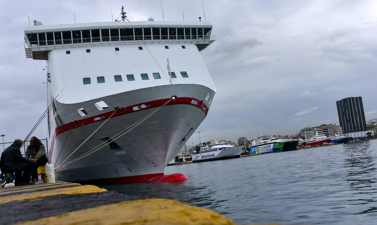 Απεργία: Δεμένα τα πλοία στο λιμάνι του Πειραιά – Δείτε πότε