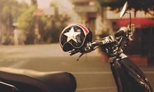 Μοτοσικλετιστής έπαθε ΣΟΚ όταν είδε τι είχε μπει στο κράνος του (pics)