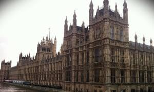 Κακός χαμός στο Βρετανικό Κοινοβούλιο: Έκπληκτοι με αυτό που είδαν (pics & vid)