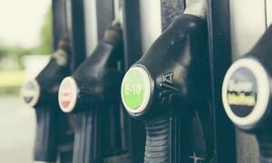 Σκάνδαλο: Γύριζαν πορνό σε βενζινάδικο (Ακατάλληλες εικόνες)