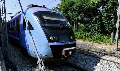 Σύγκρουση συρμού του Προαστιακού με αυτοκίνητο στη Λένορμαν