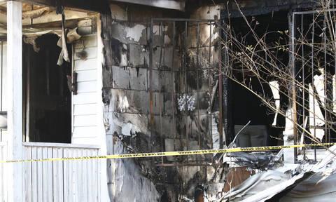 Ανείπωτη τραγωδία: Κάηκε ζωντανή με τα έξι παιδιά της (pics)