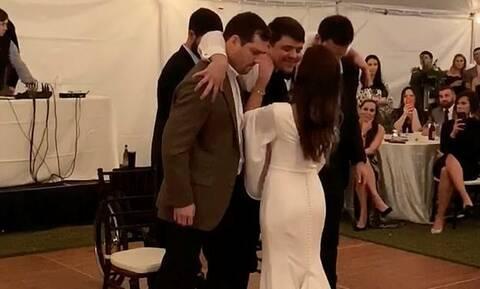 Ράγισαν καρδιές σε γάμο - Η κίνηση του γαμπρού που προκάλεσε ρίγη συγκίνησης (vid)