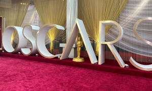 Όσκαρ 2020: Ατύχημα στο κόκκινο χαλί για διάσημη σταρ (video)