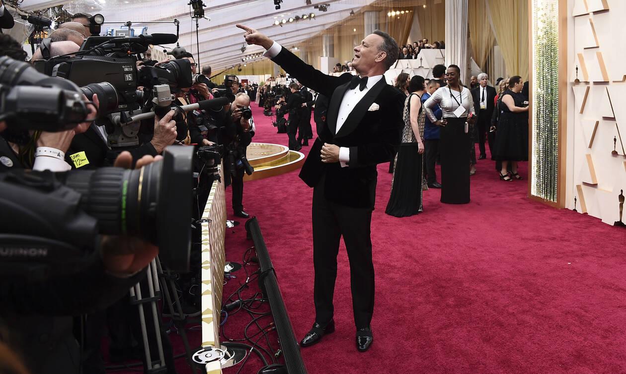 Oscars 2020 - Όσκαρ 2020: Απίστευτο - Δείτε τι έκανε ο Τομ Χανκς στο κόκκινο χαλί