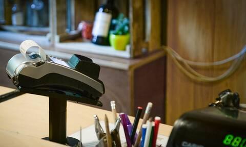 Ηλεκτρονικές πληρωμές: Στο...  «κυνήγι» των αποδείξεων οι φορολογούμενοι
