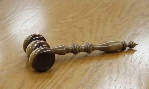 Ηράκλειο: Αναβλήθηκε η δίκη των νεαρών που έδειραν διασώστη του ΕΚΑΒ