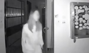 Κοροναϊός: ΣΟΚ σε πολυκατοικία - Δείτε τι έκανε αυτή η γυναίκα (pics)