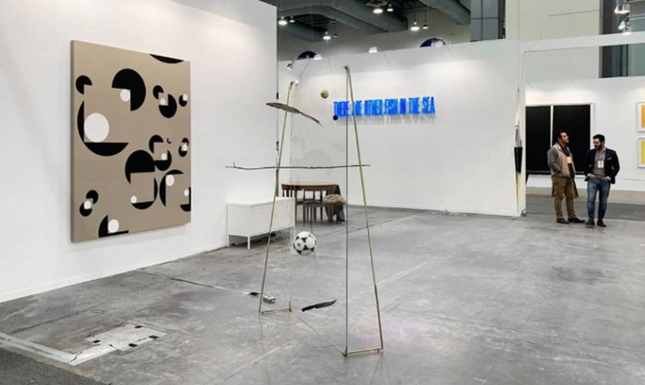 Χαμός σε γκαλερί – Δείτε τι έκανε κριτικός έργων τέχνης (pics)