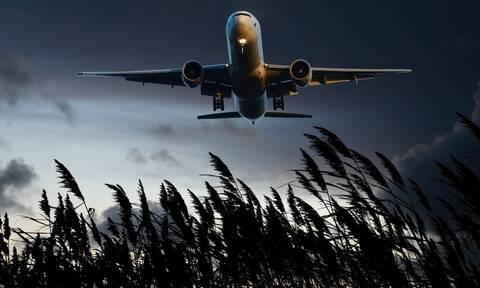 Χαμός σε αεροπλάνο: Δεν πίστευαν στα μάτια τους οι επιβάτες όταν κοίταξαν από τα παράθυρα