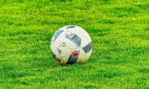 Αγωνία για Έλληνα ποδοσφαιριστή - Κατέρρευσε μέσα στο γήπεδο