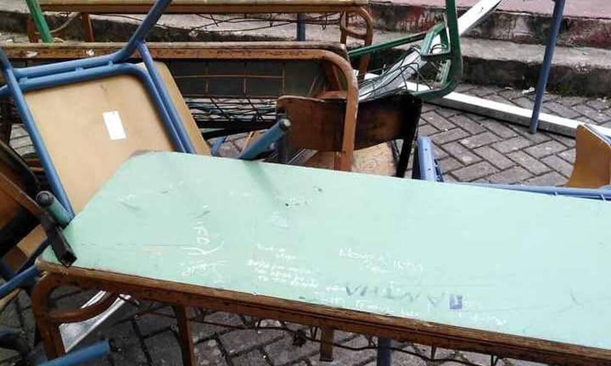 Εικόνες ντροπής: Ρήμαξαν υπό κατάληψη σχολείο στην Κέρκυρα - Γκρέμισαν και τους τοίχους