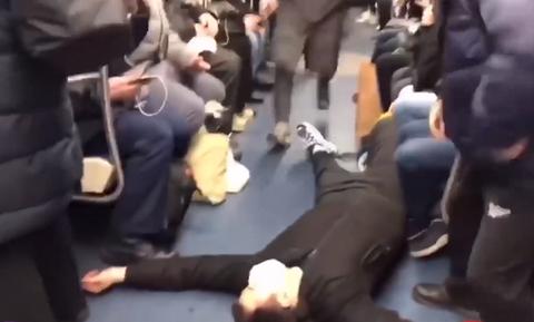 Χαμός στο Μετρό: Ούρλιαζαν οι επιβάτες - Δείτε τι συνέβη (pics)