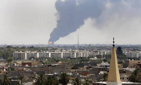 Λιβύη: «Σφυροκοπεί» την πρωτεύουσα Τρίπολη ο στρατάρχης Χαφτάρ
