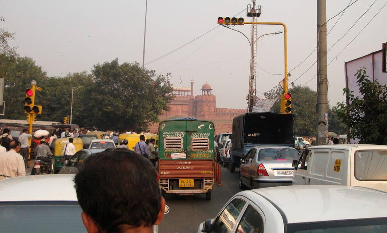 Στην Ινδία όσο πιο πολύ κορνάρεις τόσο πιο πολύ θα περιμένεις στο φανάρι με κόκκινο